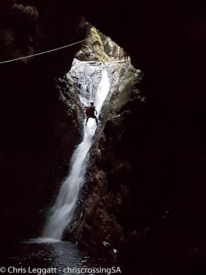 Att leka McGyver i ett vattenfall kan vi leva med.