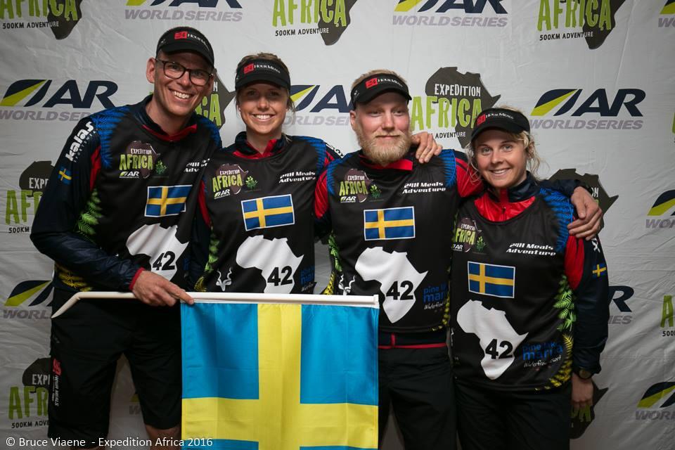 Med alla svenska attribut i högsta hugg; flagga, skägg, blont hår etc.